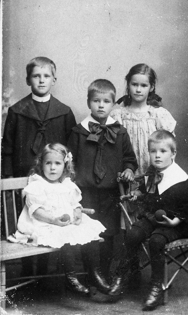Dei 5 eldste barna til biskop Peder Hognestad.
