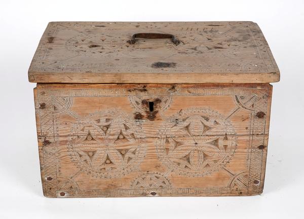 Dating antikke møbler sag merker