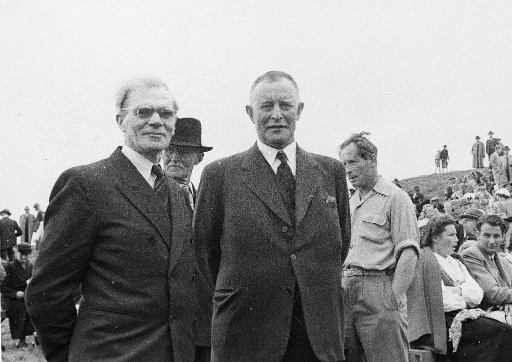 Frå Garborgjubileet 25. mars 1953. Frå v. Karl Attramadal og ordførar Gunnar Aasland
