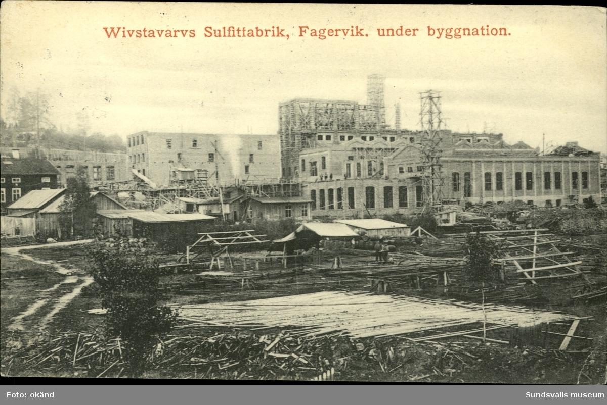 Vykort med motiv över Vivstavarvs Sulfitfabrik i Fagervik under uppbyggnad.