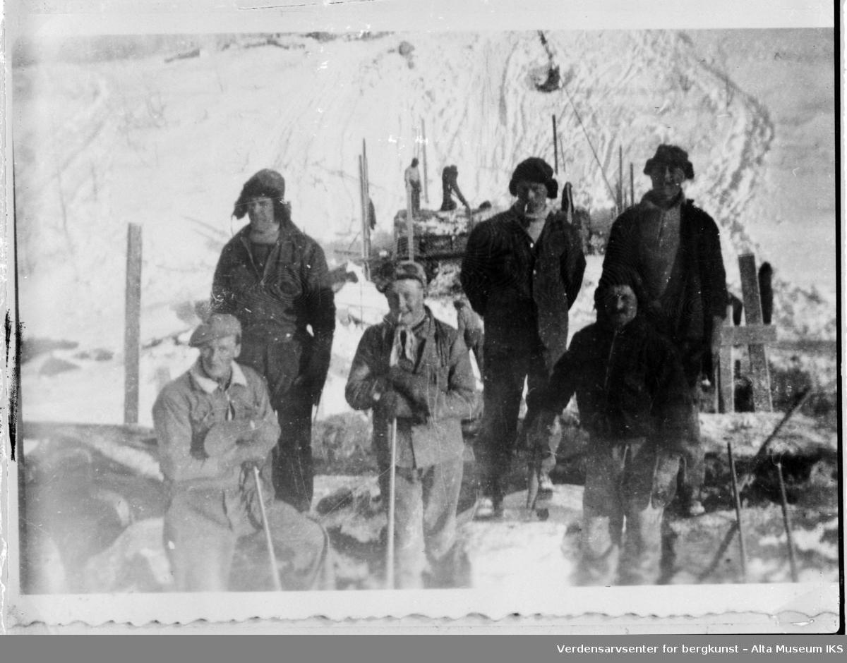 Gruppebilde av veivesenet  ved Kokelv i Smørfjord.