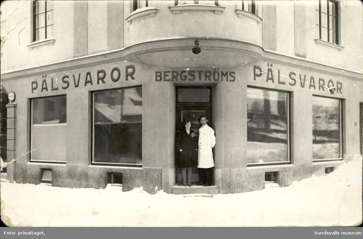 Vykort med motiv över Bergströms Pälsvaror i Sundsvall.