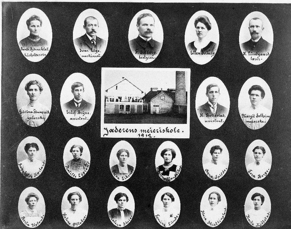 Elevar og lærarar ved Jæren Meieriskole i 1912.