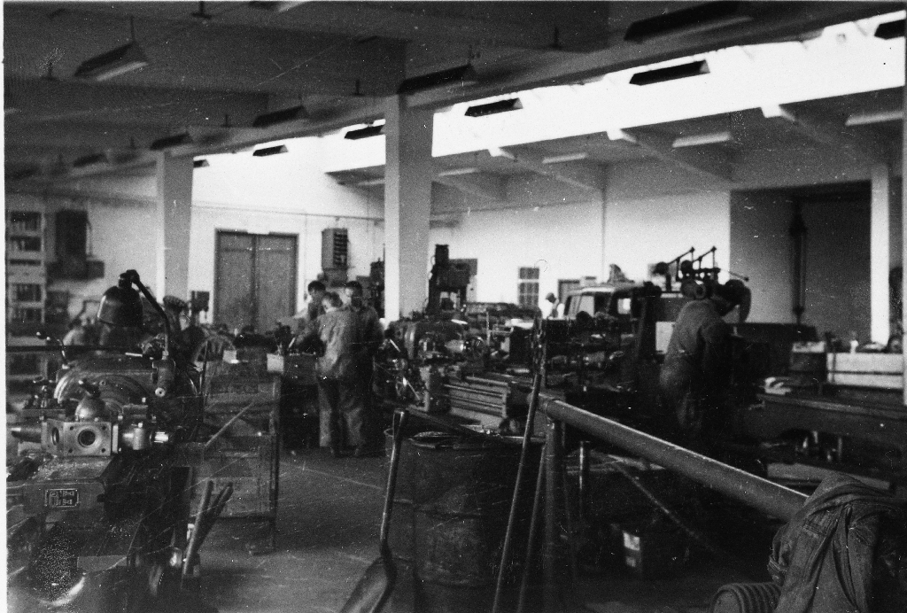 Produksjon av landbruksmaskinar i Erlands Maskinfabrikk. Fabrikken vart bygd i 1952.
