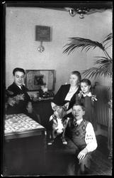 Familj med hund