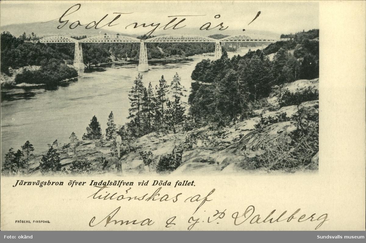 Vykort med motiv av järnvägsbron över Indalsälven vid Döda fallet