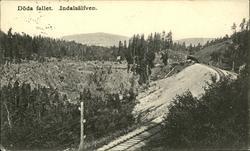 Vykort med motiv över Döda fallet och järnvägen strax bredvi