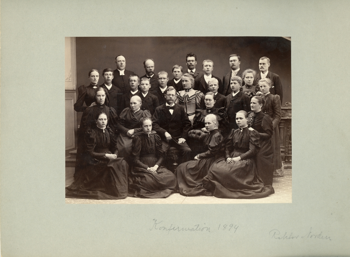 Vänersborg. Elfsborgs läns Dövstumskola, senare Vänerskolan. Gruppbild, konfirmation.