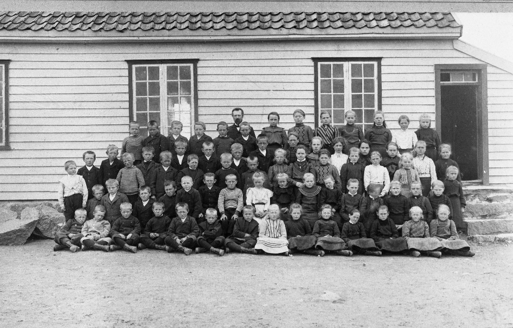 Elevane ved Hognestad skule midt i 1920-åra.