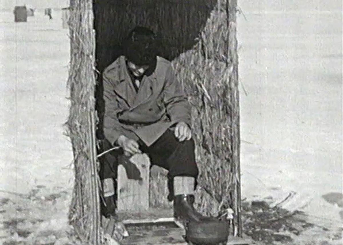 Syftet med filmen är att bevara företeelsen med lakefiske på Vättern till eftervärlden. Filmen finansierades av Nordiska museet. Inspelningen leddes av landsantikvarie Egil Lönnberg från Jönköpings läns museum, med hjälp av en fotograf från Hasselblads i Göteborg. Ett hundratal meter film togs och visningstiden blev ca 15 min.
