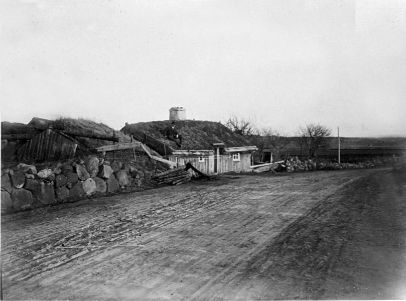 Bolumsstugan låg i närheten av Bolums småskola, som ligger på Bolums gamla kyrkogård. Måste slutligen säljas till vedbrand.