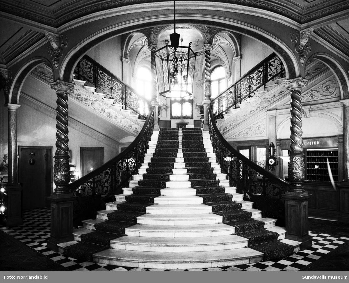 Den berömda trappan på hotell Knaust.