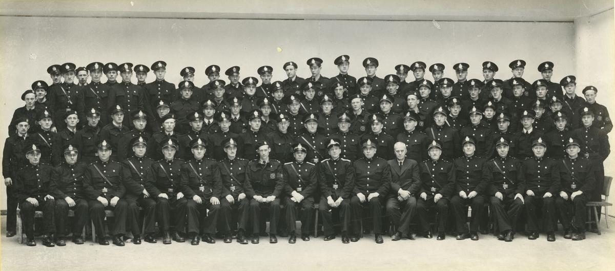 Gruppebilde av politifolk i uniform.