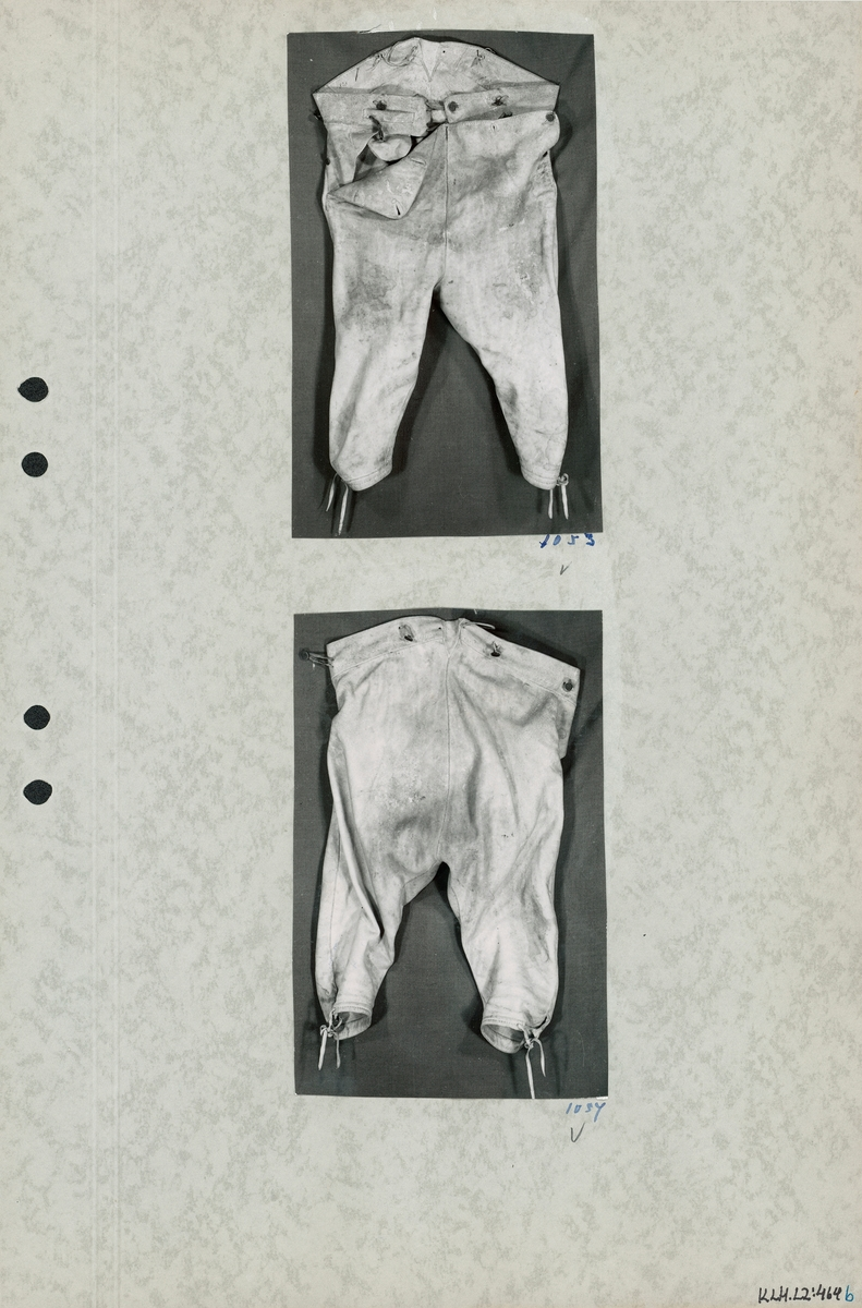 Kartongark med två foton av bockskinnsbyxor.
