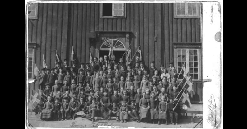 Lyngs taleskole 17. mai 1888 (Foto/Photo)