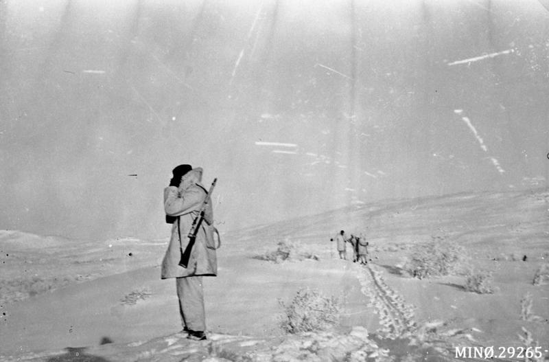 Mange skytterlagsmedlemmer var mobilisert som luftlandingsvern i aprildagene i 1940, med vakthold og patruljering. Her milorgsoldater i Narjordet på slutten av krigen. Foto: Anno Musea i Nord-Østerdalen