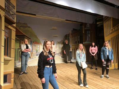 Halden vgs musikk, dans drama på Fredrikshalds teaters scene. Foto/Photo