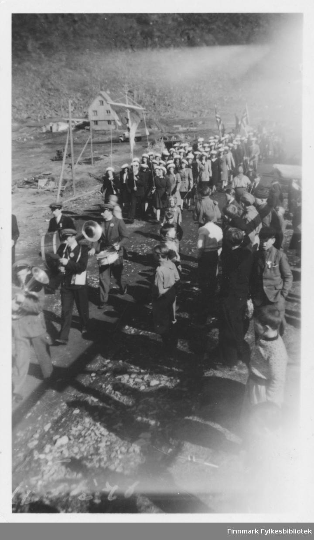 17. mai tog og feiring i Nordvågen (i 1948?).