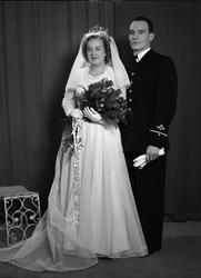 Ateljéporträtt - brudparet Hagel, Uppsala 1949