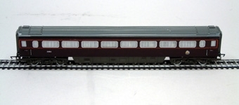 Modell i skala Ho av kungavagnen So3 nr 2904.