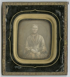 Daguerreotypi og portrett av ukjent kvinne, datert til ca 18