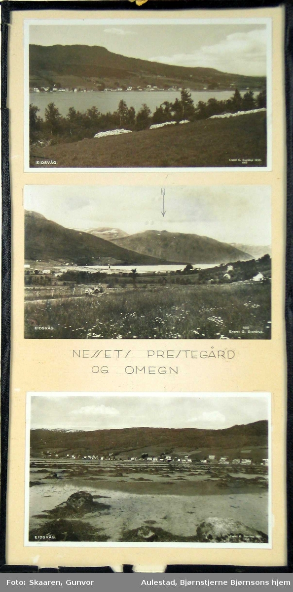 Tre postkort rammet inn med glass og svart shirting.
