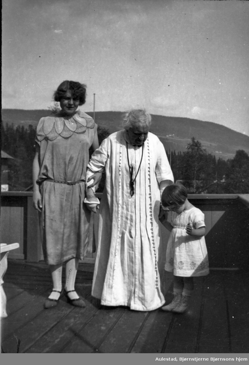 Karoline, Aslaug, oldebarn,