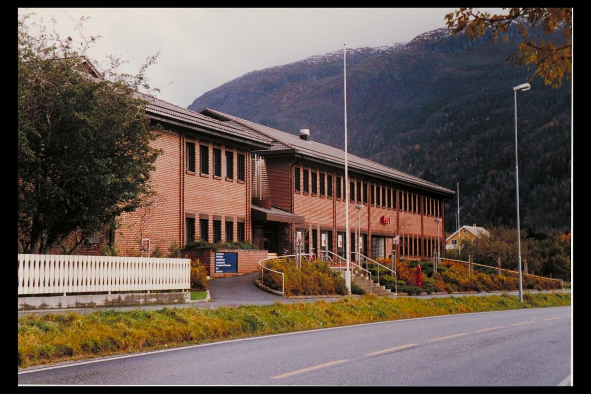 eksteriør, postkontor, 6770 Nordfjordeid