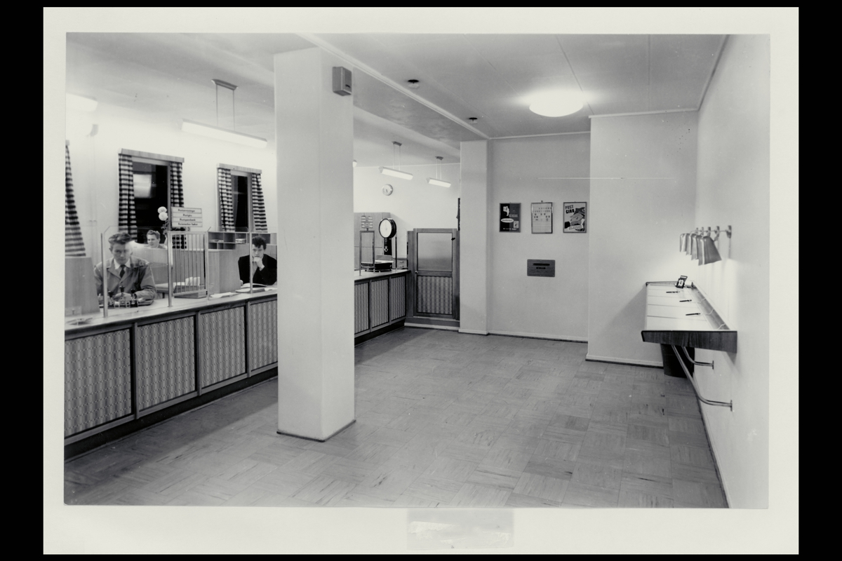 interiør, postkontor, 6600 Sunndalsøra, publikumshall, vekt, ekspeditør