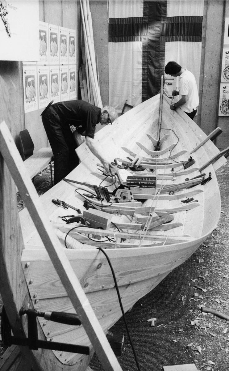 utstilling, Danmark, Hafnia frimerkeutstilling, stands for Færøyene, 2 menn, båt