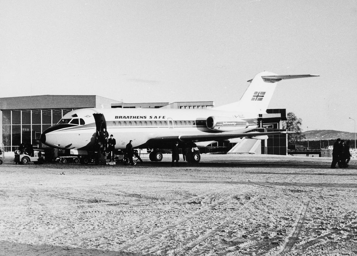 transport, fly, Oslo Lufthavn, BRAATEHENS SAFE, på bakken