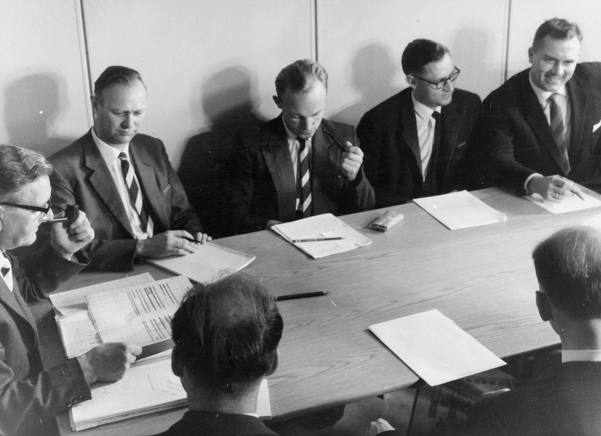 gruppebilde, Postverkets undervisningskontor, Thv.B.Olsen, Tor Nøding, Lars Myklebust, Helge Tollum, Jan Lambeck, L. Bader, G.Reesvoll
