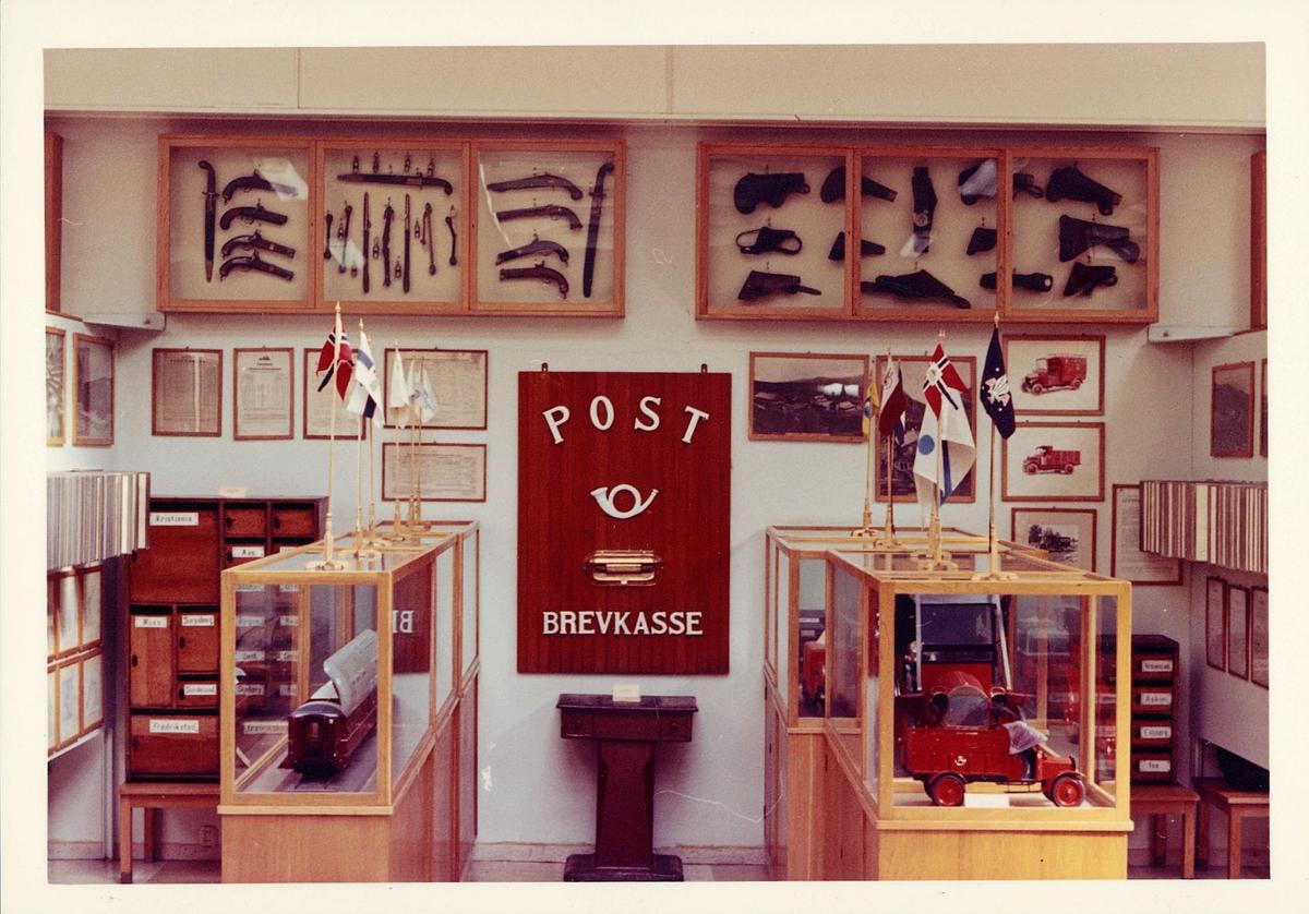 postmuseet, Dronningens gate 15, 4. etasje, 1959, interiør, bil, tog, modell i montre