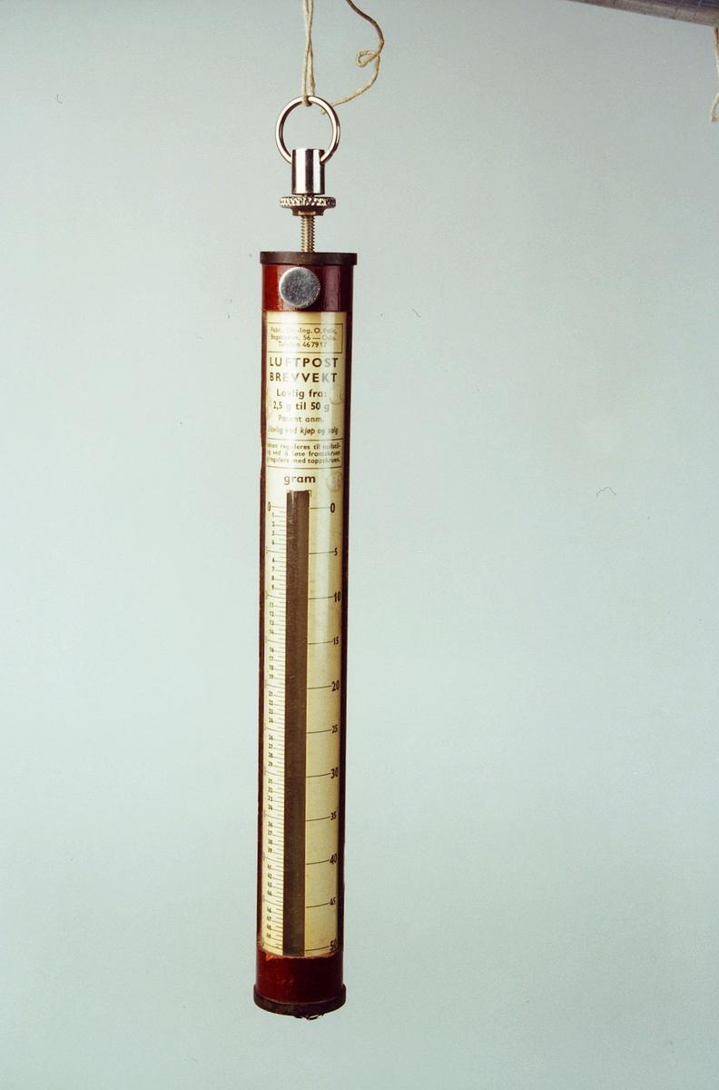 Postmuseet, gjenstander, vekt, postvekt, fjærvekt, luftpost brevvekt 2,5 - 50 g.
