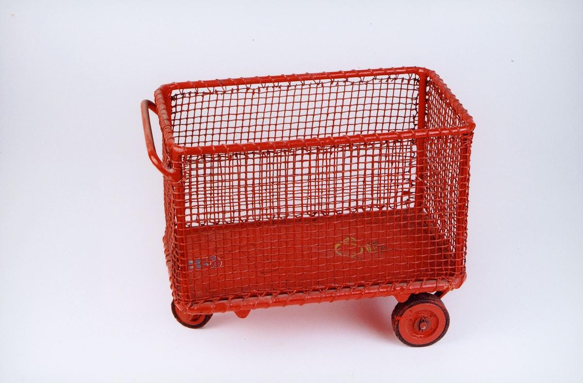 postmuseet, gjenstander, vogn, postvogn, tre hjuls kurvvogn, tralle, kurvtralle, modell