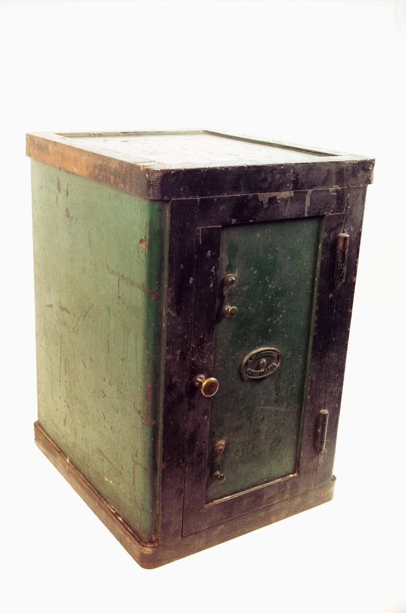 postmuseet, gjenstander, skap, jernskap, brukt av kontorbudene ved Oslo postkontor