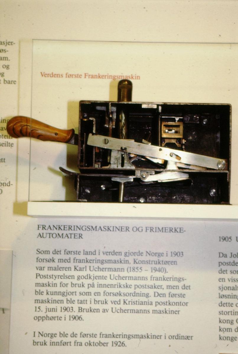 postmuseet, utstilling, gjenstander, frankeringsmaskin, verdens første frankeringsmaskin