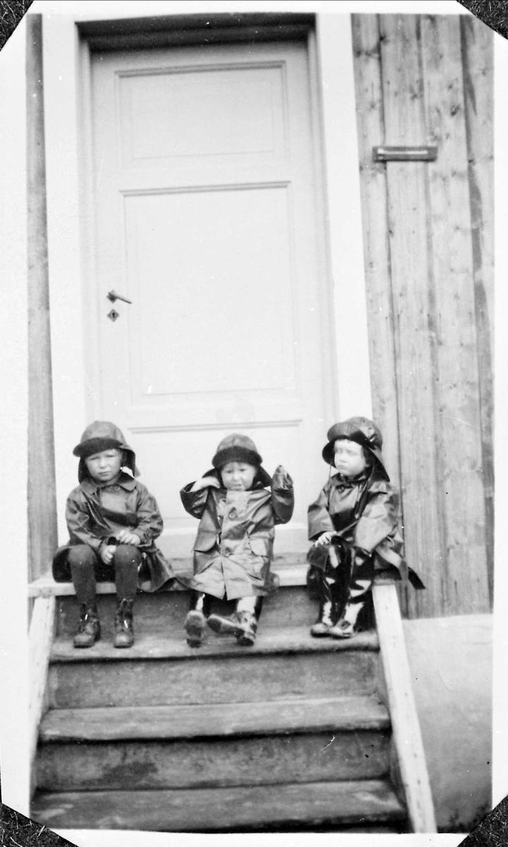 Barn, trapp, regntøy