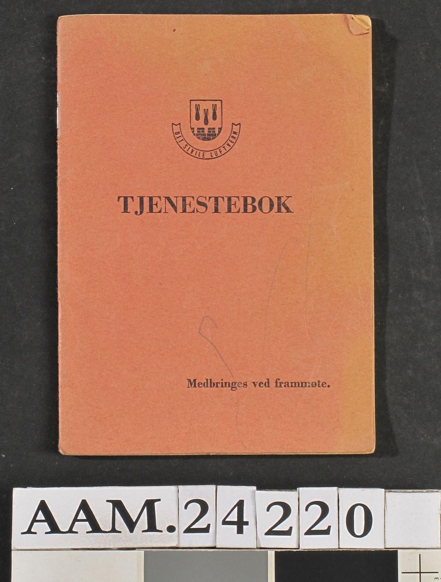 Tjenestebok , Det sivile luftvern.  Papir ,  trykt og skrevet tekst.  Heftet i falmet rødt bind.  14 ,7 x 10 ,5 Hefte med innkallingsordre til Sigurd Braastad , Torvgt. 94 B. ,til tjeneste i Meieriet. Datert 27.2.1945 , med påført frammøte.