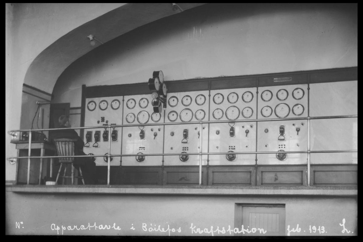 """Arendal Fossekompani i begynnelsen av 1900-tallet CD merket 0469, Bilde: 23 Sted: Bøylefoss Beskrivelse: """"Brettet"""" i kontrollrommet"""