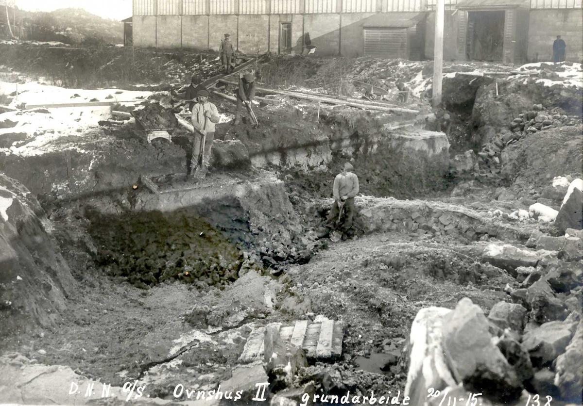 """""""20/11-1915"""" Nitriden. Grunnarbeider for Ovnshus II. Ovnshus I i bakgrunnen."""