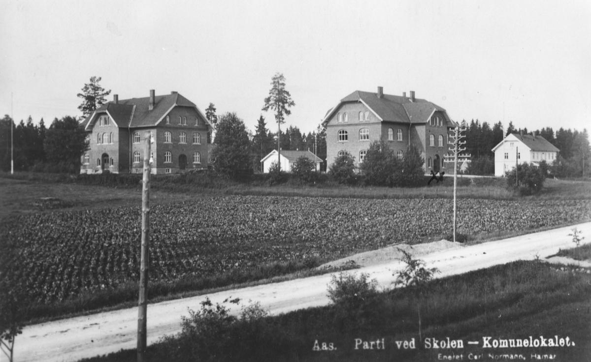 Åsgård, bank og kommunelokale til v. Åsgård skole m.lærerbolig.