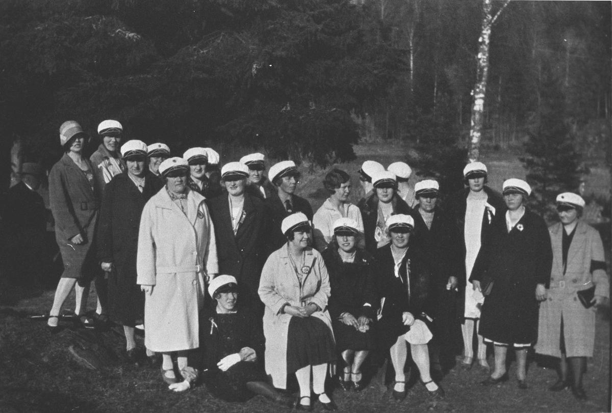 Kolbotn damekor, tatt i nærheten av Kolbotn skole.
