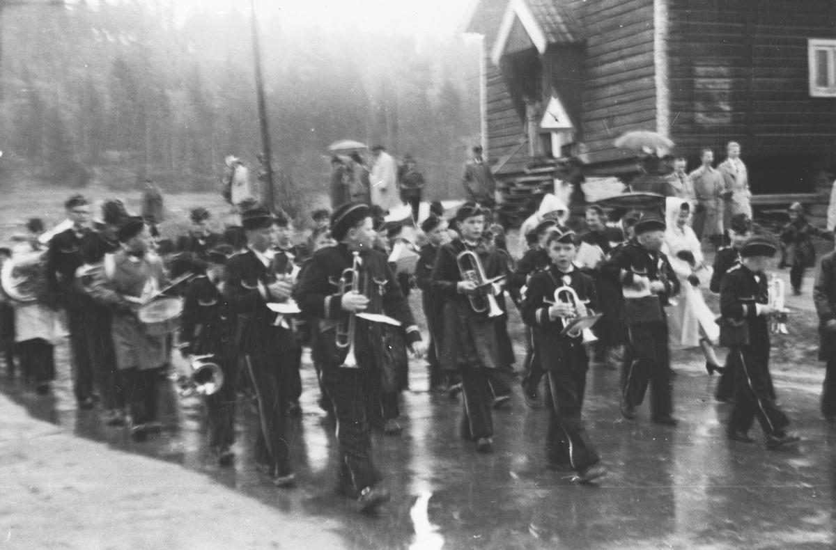 17.mai på Kolbotn, guttemusikken marsjerer