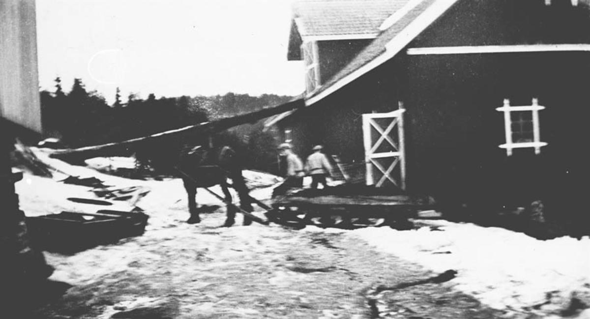 Møkkjøring på vinterstid, Dammen gård