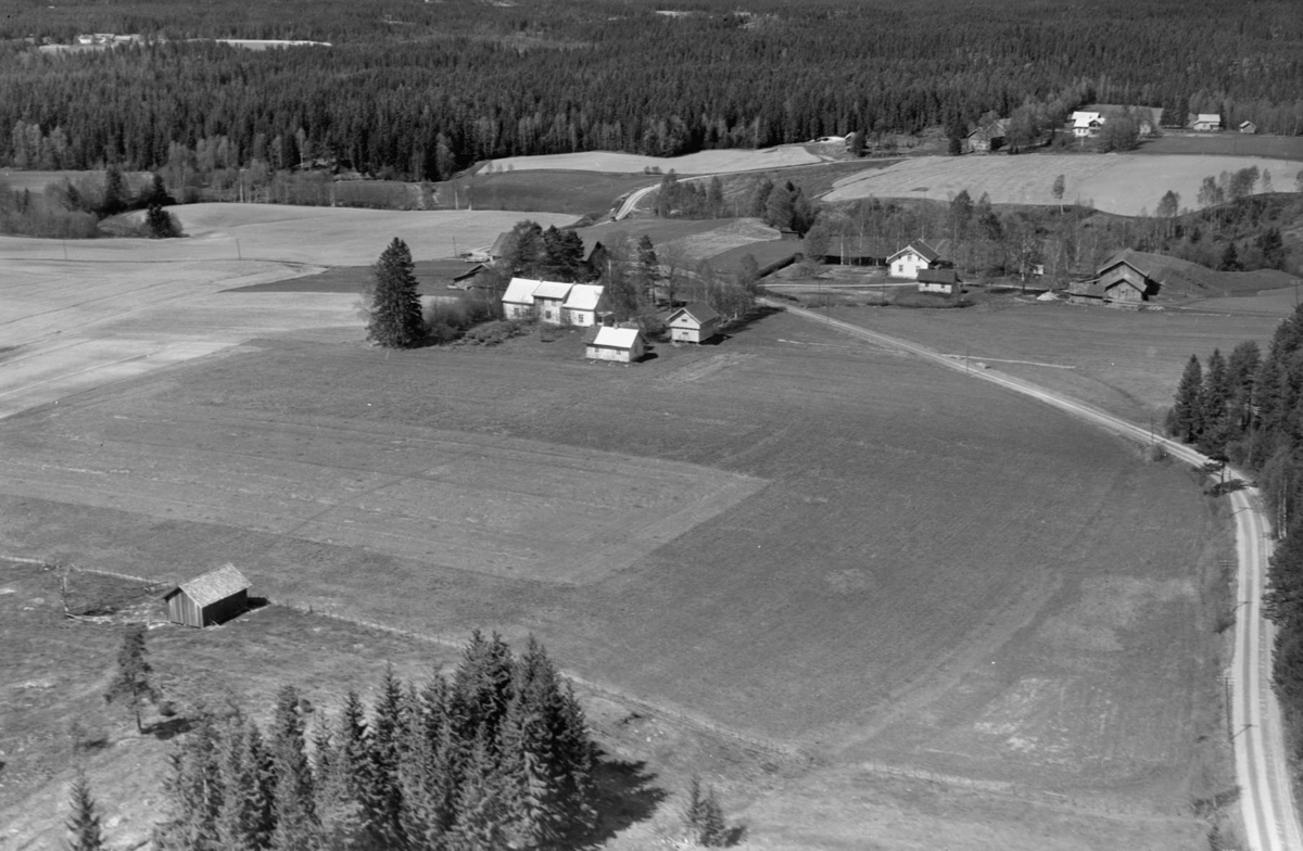 AURSKOG-HØLAND Søndre Pavestad (Nordre Pavestad i bakgrunnen) GÅRD