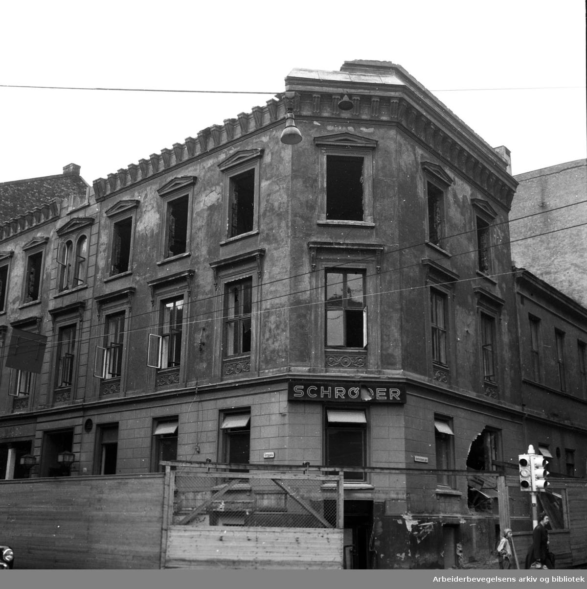 Det gamle Folkets Hus rives..Torggata 14 (Oslo Arbeidersamfund med Schrøder) rives,.september 1954