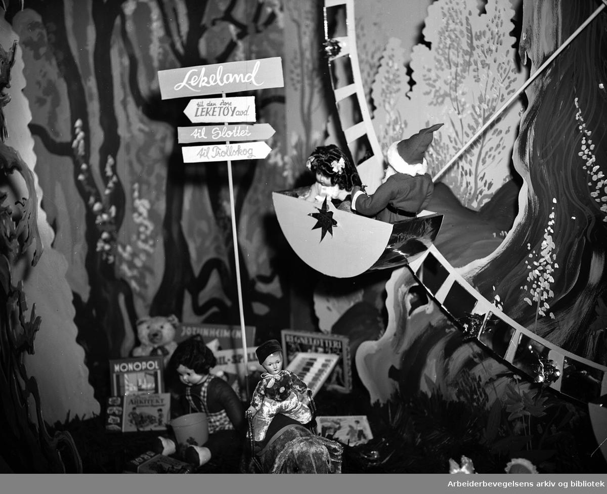 Julereklamen hos Gunerius Pettersen.Utstillingsvindu,.november 1955