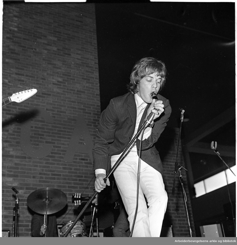 The Rolling Stones spiller på Sjølyst,.24. juni 1965..Mick Jagger