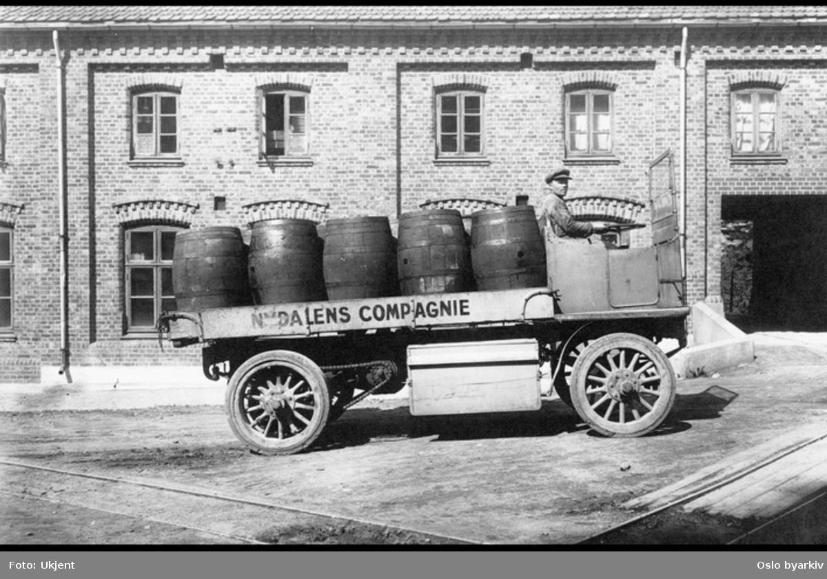 Elektrisk lastebil med sjåfør